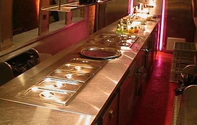 1989 airstream trailer wagon tranform en cuisine bar - Transformation cuisine ...