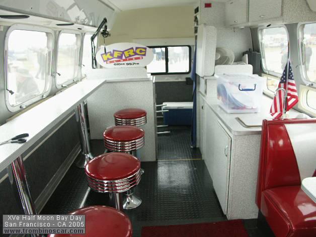 19 airstream transform en bar. Black Bedroom Furniture Sets. Home Design Ideas
